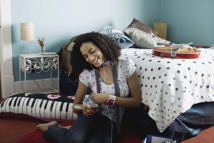 Utiliza las pasiones de tu adolescente, tal como la música, como un punto de paso a paso en diseñar un espacio muy personal.