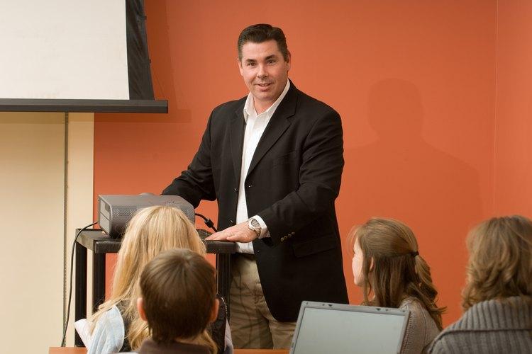 El entrenamiento anti-discriminación ayuda a los empleados a comprender las expectativas y las prácticas.