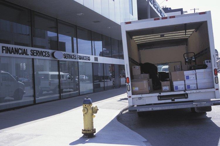 Si no puedes firmar por un paquete FedEx debido a que te encuetras en el trabajo, aún tienes opciones.