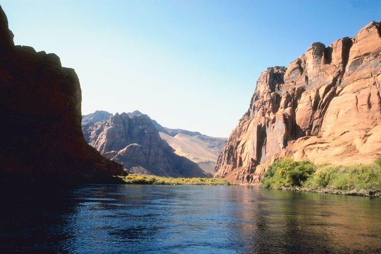 Practicar rafting en el Colorado River en el Grand Canyon le da a los viajeros una perspectiva única del cañón.