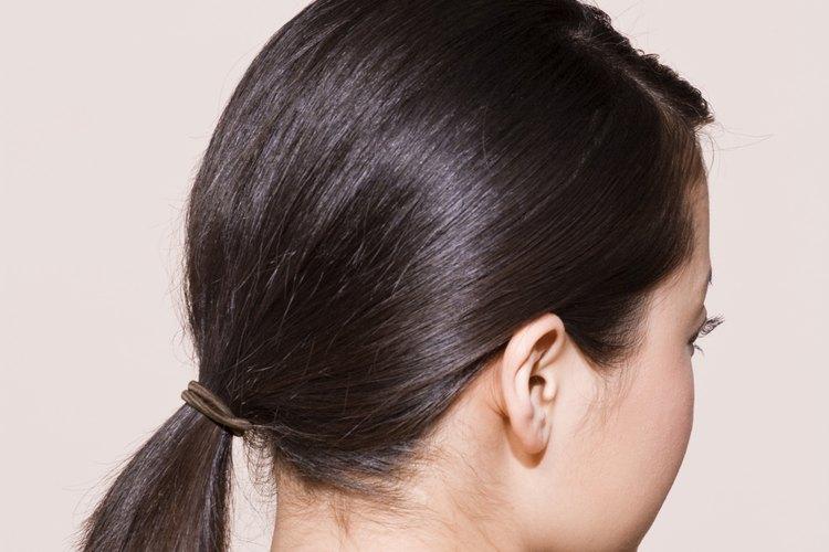 Un peinado popular en los años 80 era la cola de caballo a un costado.