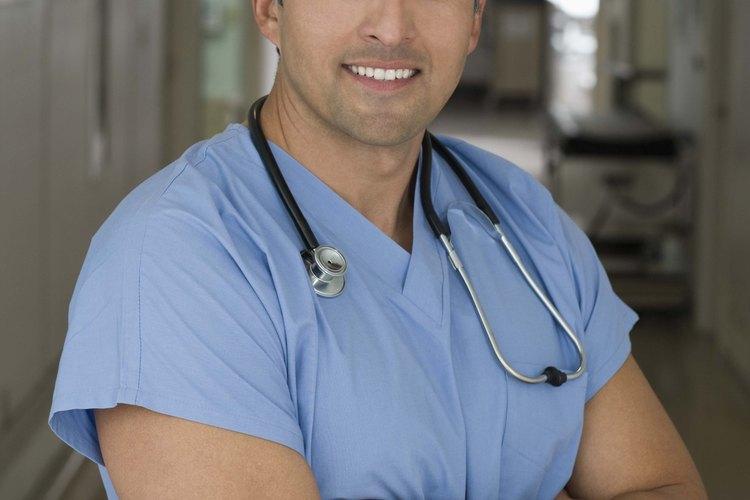 Los cirujanos suelen trabajar largas horas, mientras que los médicos de práctica privada no lo requieren.