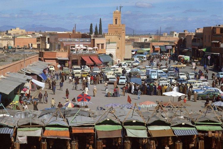 El mercado al aire libre de Marrakech te mantiene en pie.