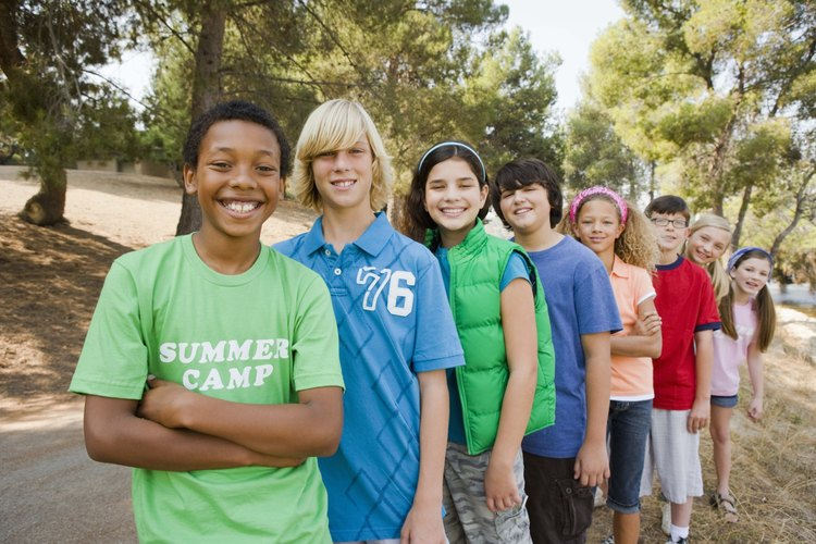 Los campamentos de verano pueden beneficiar a los niños de muchas maneras.