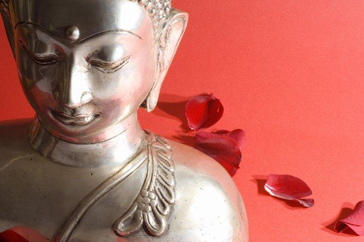 El camino del nirvana, que el budismo enseña, se puede seguir mejor a través de la meditación.
