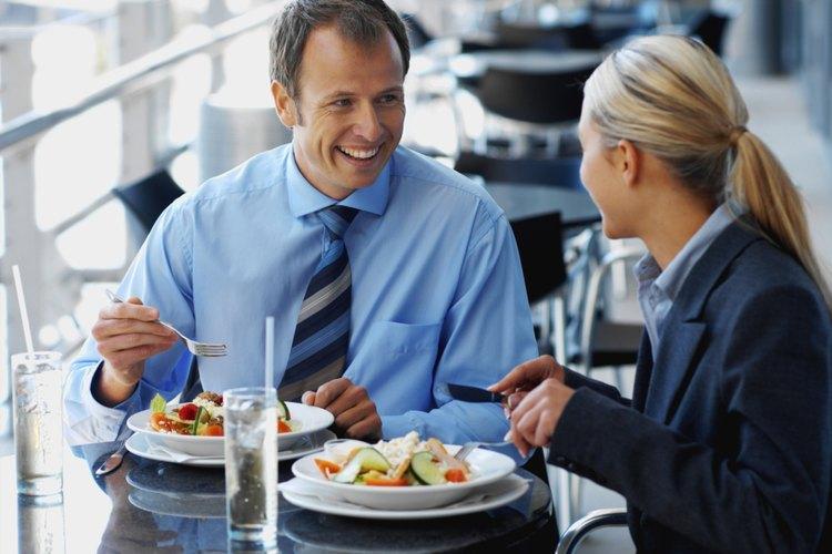 Según las leyes federales, la hora del almuerzo no se paga como hora de trabajo.