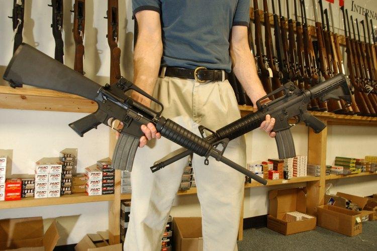 Dos AR-15 en una tienda de armas en Colorado.