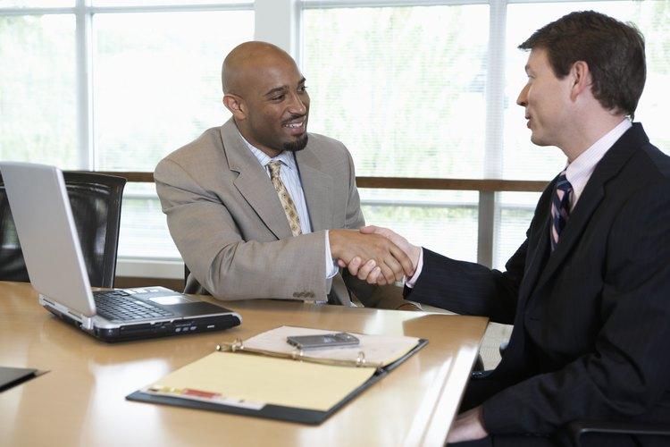 Es responsabilidad del marketing manager vincularse con otras compañías para sellar alianzas y vínculos comerciales.