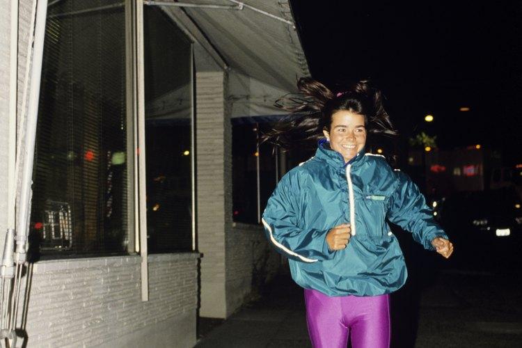 Mantente caliente en los meses de invierno usando mallas para correr.
