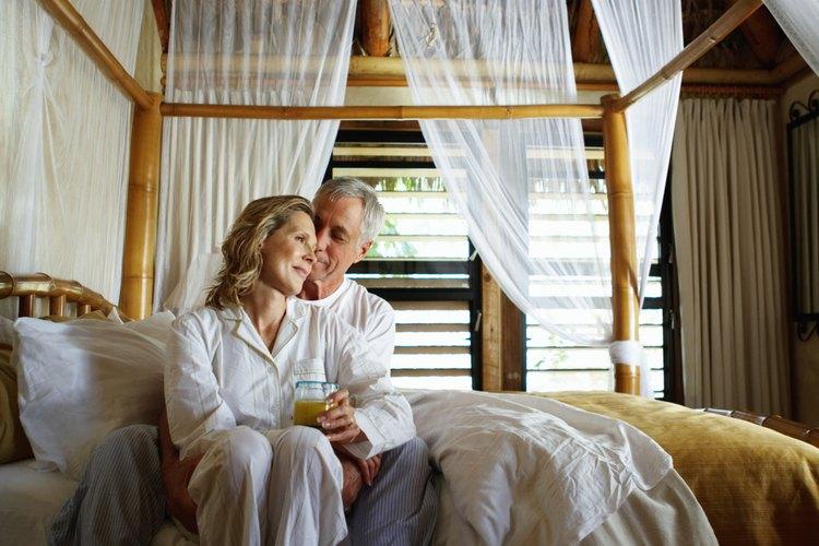 Las cortinas transparentes son excelentes para proteger muebles, decorar lámparas y hacer mosquiteros para camas.