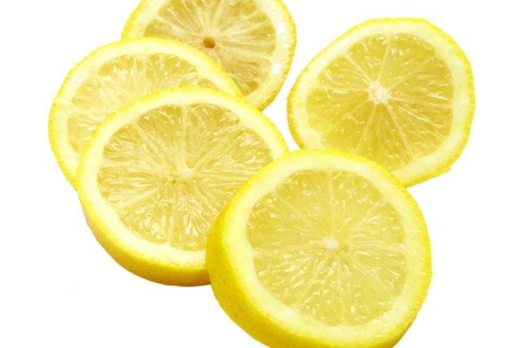 El limón agrega acidez y un brillo especial a varios sabores.