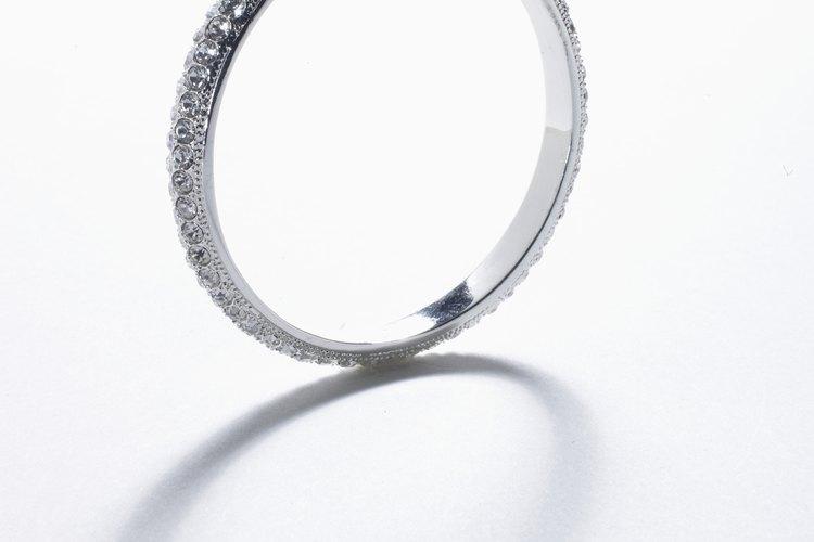 Cuando se le da un anillo de castidad, un adolescente hace un voto de ser casto hasta el matrimonio.