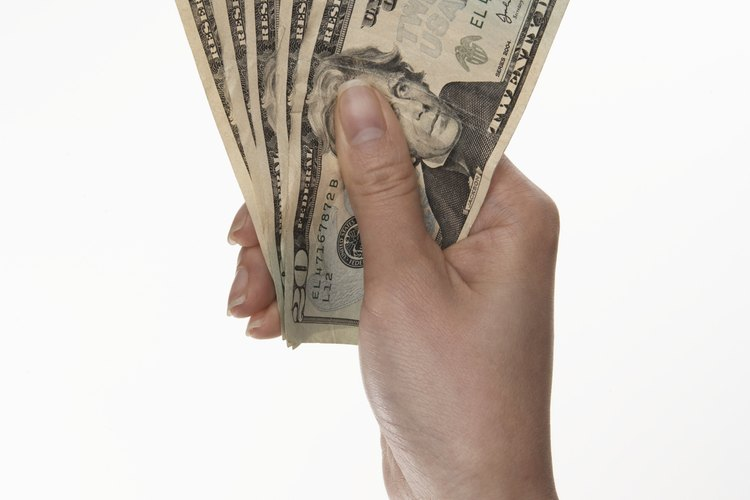 Las empresas utilizan las ofertas de la Regla 144A como un medio para recaudar dinero sin las restricciones de una oferta pública.