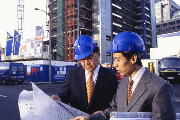 En términos generales, un ingeniero de servicio de campo es un profesional que trabaja a menudo en lugares fuera de la oficina de la compañía.