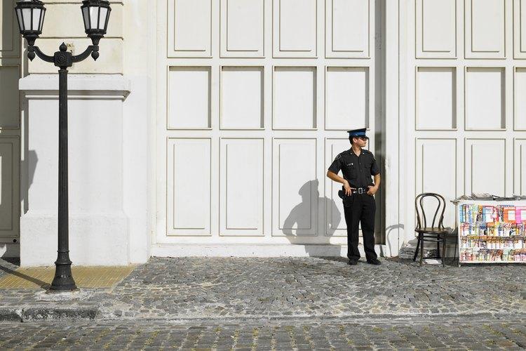 El gobierno totalitario puede implicar una vigilancia constante por parte de la policía.