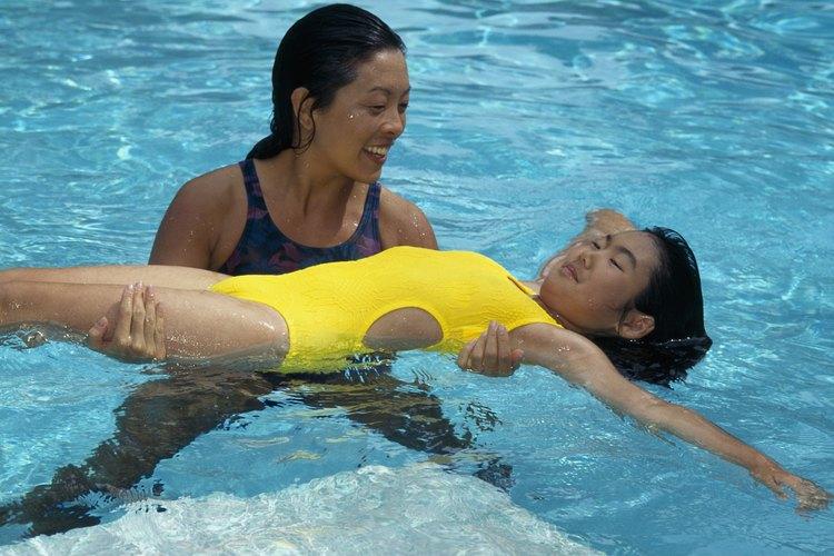 La terapia acuática puede ser una forma benéfica de ejercicios para niños autistas.