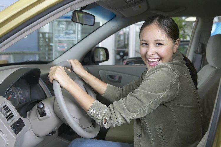 El salario de un gerente de concesionario de automóviles depende de muchos factores.