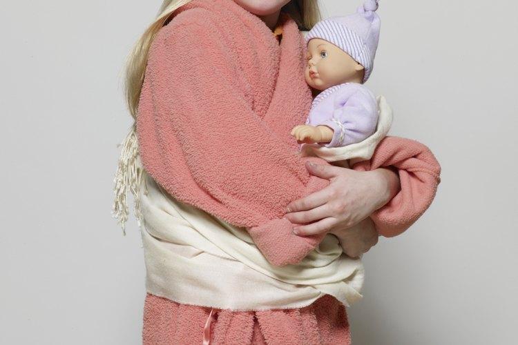 Usar ropa rosa y jugar con muñecas es un código de comportamiento femenino en Estados Unidos.