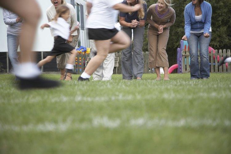 Ejercitar y moverse aumenta los niveles de dopamina, norepinefrina y serotonina en el cerebro, según Scholastic.com.