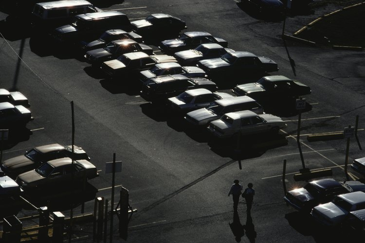 Los estacionamientos están diseñados para permitir que los coches accesen fácilmente.