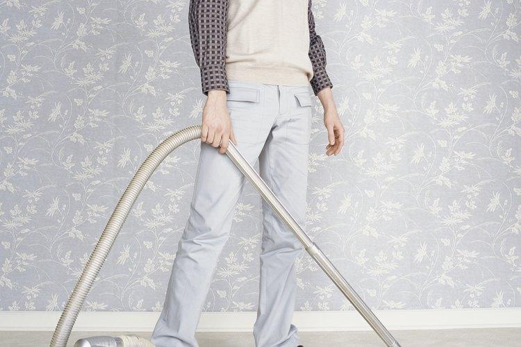 La mejor manera de limpiar la sustancia en polvo y los residuos sueltos es utilizar una aspiradora doméstica estándar.