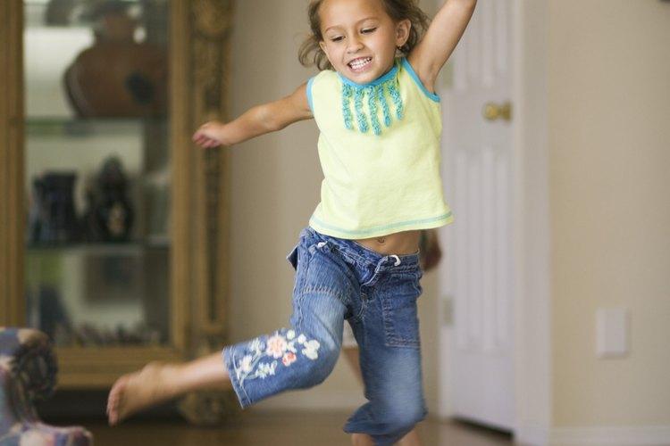 Si tu niño se enfrasca en un comportamiento que no es seguro, utiliza el redireccionamiento para sugerirle formas más seguras de comportarse.