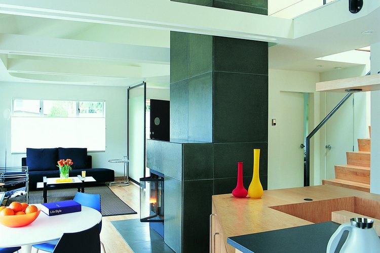 Los hogares con una cocina al lado de la sala de estar es un diseño común.