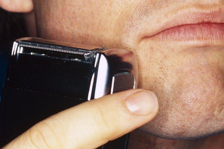 Aprende a reemplazar las baterías de las máquinas de afeitar Norelco.