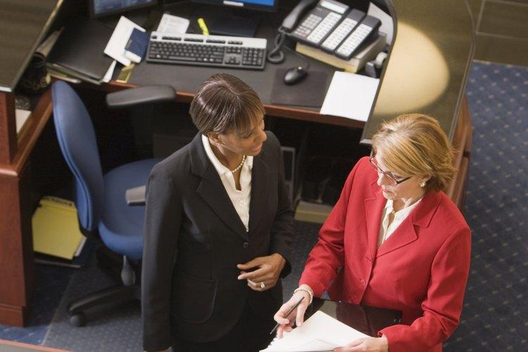 Los archivistas trabajan en una amplia variedad de industrias que requieren un método organizado de mantenimiento de registros.