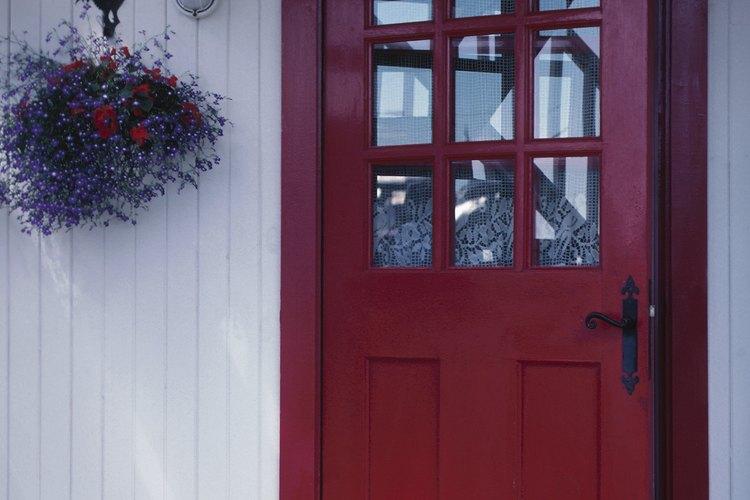 Crea cortavientos para la puerta.
