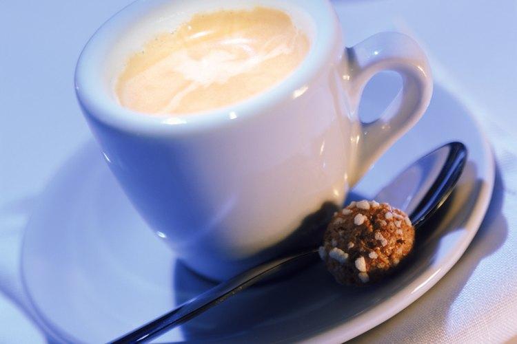 La leche vaporizada puede añadirse a tu bebida favorita de café saborizado.