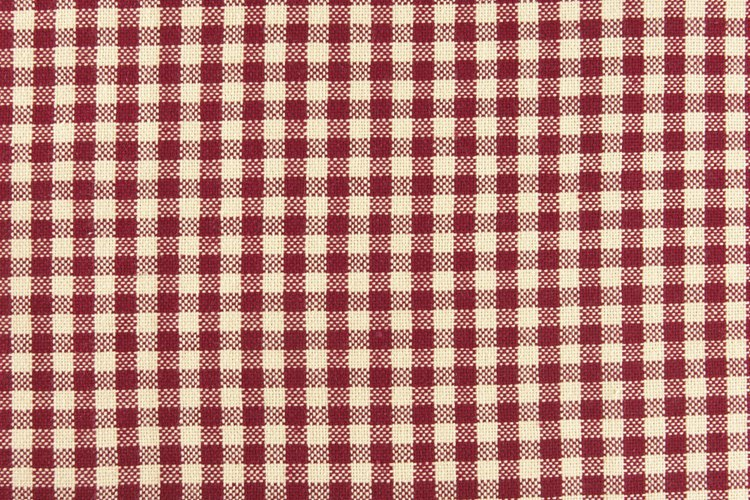 La tela gingham y su patrón característico es muy popular en la confección de manteles.