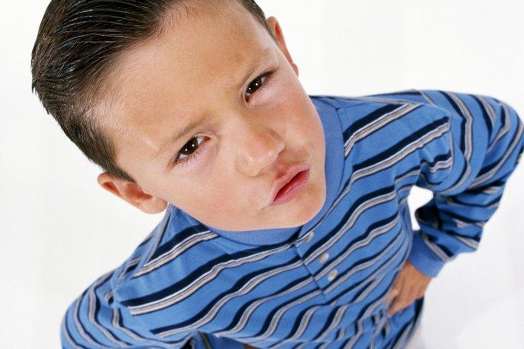 A menudo, un niño que no mantiene sus manos quietas quiere hacer las cosas a su manera.