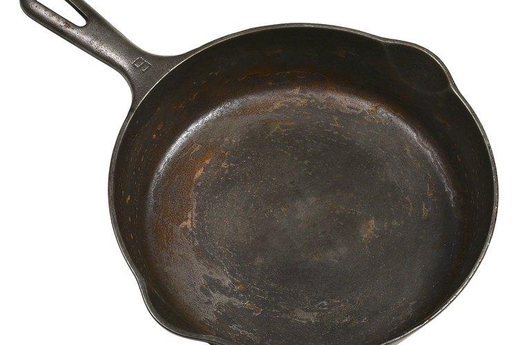 El hierro fundido se utiliza para hacer ollas y sartenes.