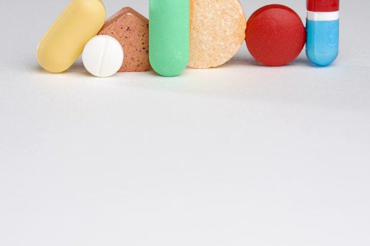 Lleva contigo las medicinas básicas para sobrellevar un dolor de cabeza o de estómago.