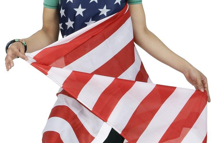 Utiliza pegamento para asegurar la clavija a la bandera.
