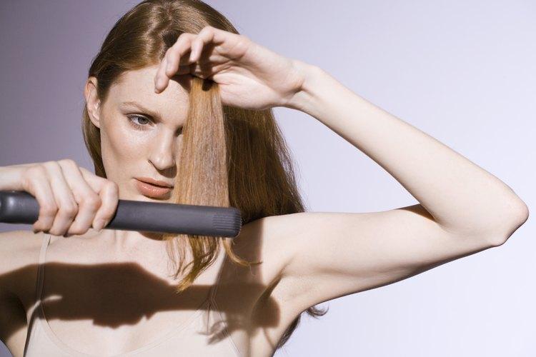 Si bien las planchas se usan tradicionalmente para alisar el cabello, también puede crear ondas y rizos.