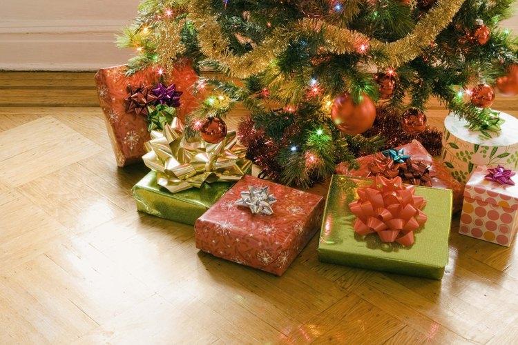 Cintas, presentes y árboles de Navidad elementos gráficos comunes en los boletines de Navidad.
