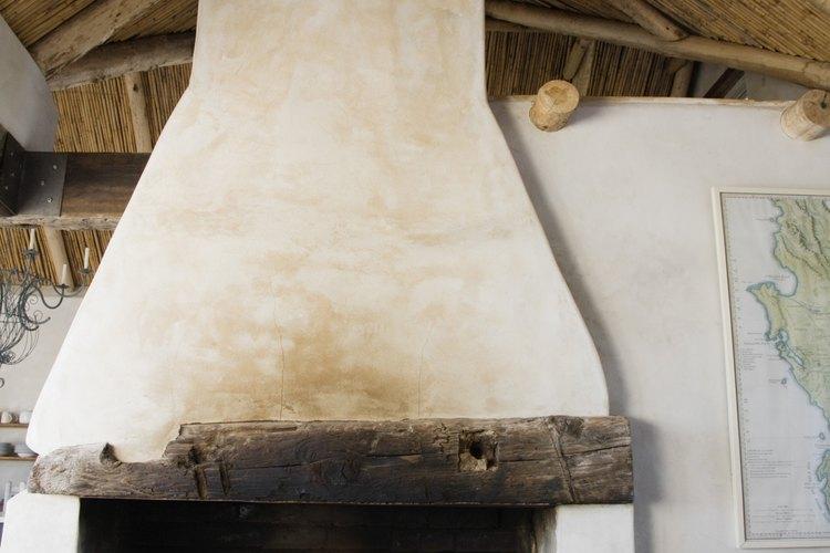 Simula el aspecto de vigas de techo de madera con una simple técnica de terminación falsa.