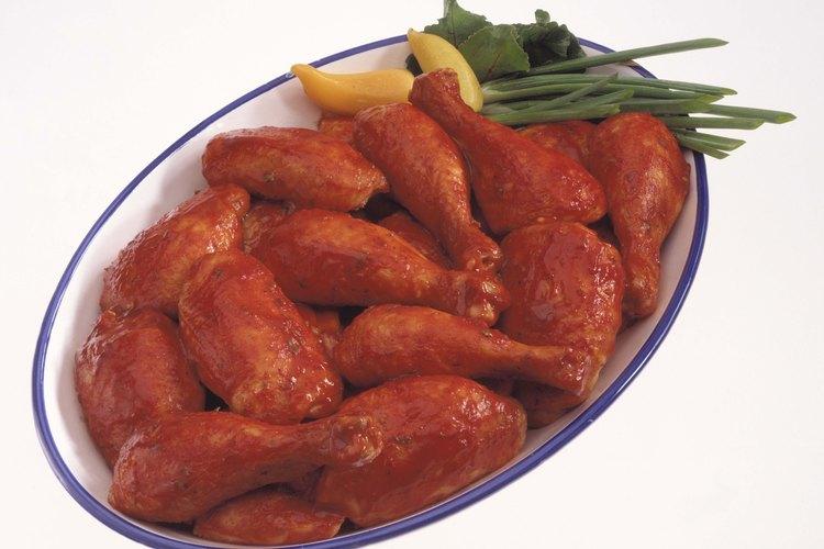 Una porción de este pollo picante equivale a dos piernas de pollo.