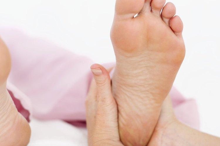 Aprende a dar un masaje de pies como un profesional.