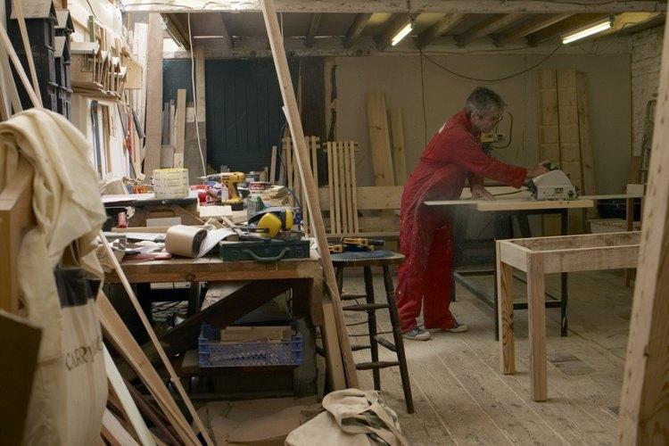 Una sierra caladora se puede utilizar para grandes trabajos de construcción o para proyectos domésticos pequeños.