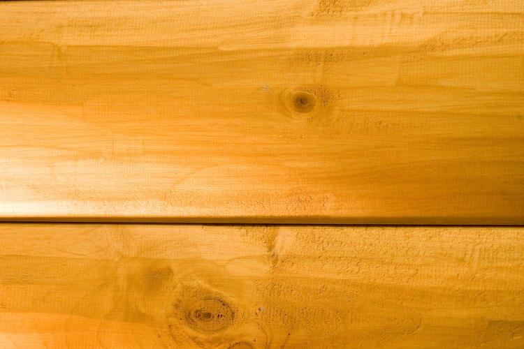 Existen muchas formas para dar brillo a las superficies de madera de tu hogar.