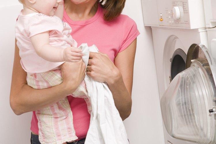 El bicarbonato ablanda el agua mientras lava, de manera que no necesitas suavizante.