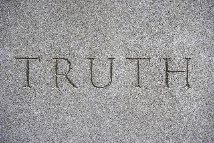 Los polígrafos, también conocidos como detectores de mentiras, ayudan a determinar si alguien está diciendo la verdad.