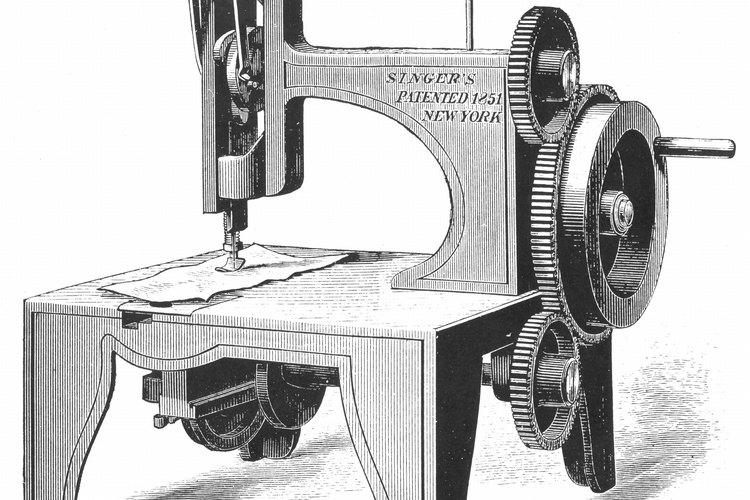 Cose la costura lateral desde la muñeca hasta la parte superior del dedo índice continuamente.