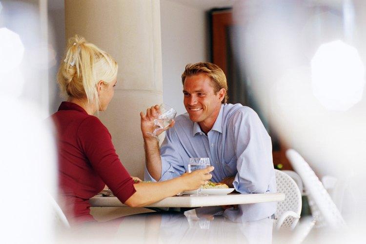 Tener citas con éxito con un hombre cáncer requiere darle comodidad, seguridad y entendimiento emocional.