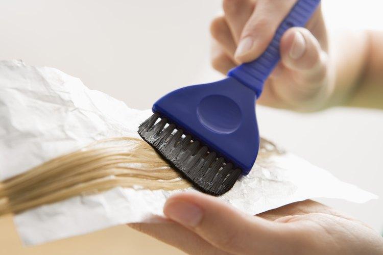 Alisar químicamente el cabello por lo general genera un cabello brillante y recto.