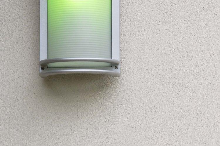 Instala luces de la pared de acuerdo con lo que tiene sentido en tu casa.