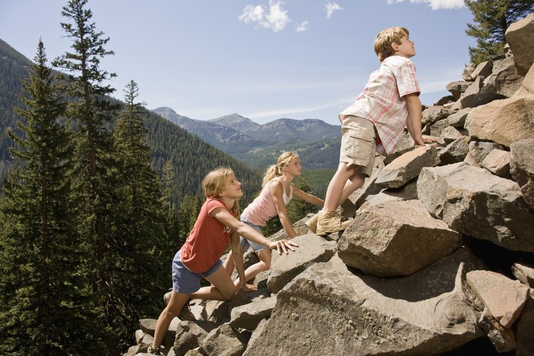 Escalar una montaña puede ser una forma práctica de aprender sobre los procesos geológicos que empujan la tierra hacia arriba.